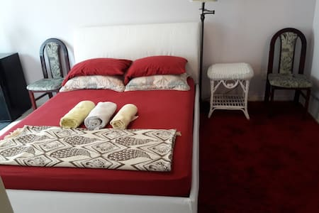 Cozy large bedroom + Queen bed + washroom+shower