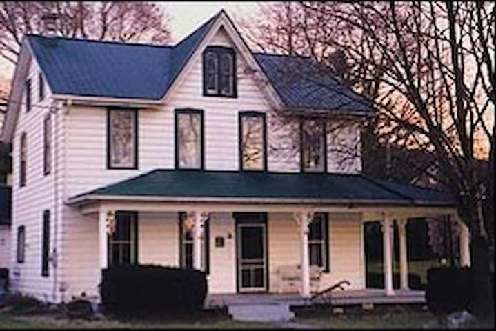 Sheep Hill B&B - Queen Elizabeth Room - East Earl - Bed & Breakfast