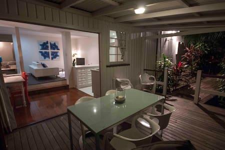 """Queenslander"" Apartment close to CBD - Red Hill"