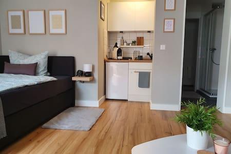 Modernes Apartment mit eigenem Hauseingang 🖤