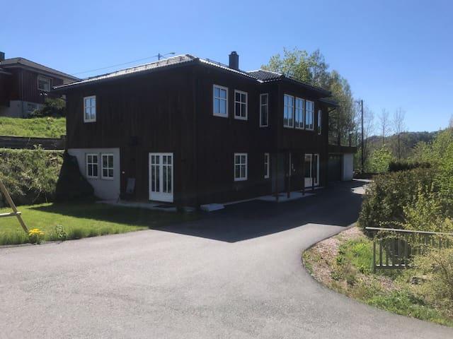 Stor enebolig Sørlandet! Full gym i huset! Jaccuzi