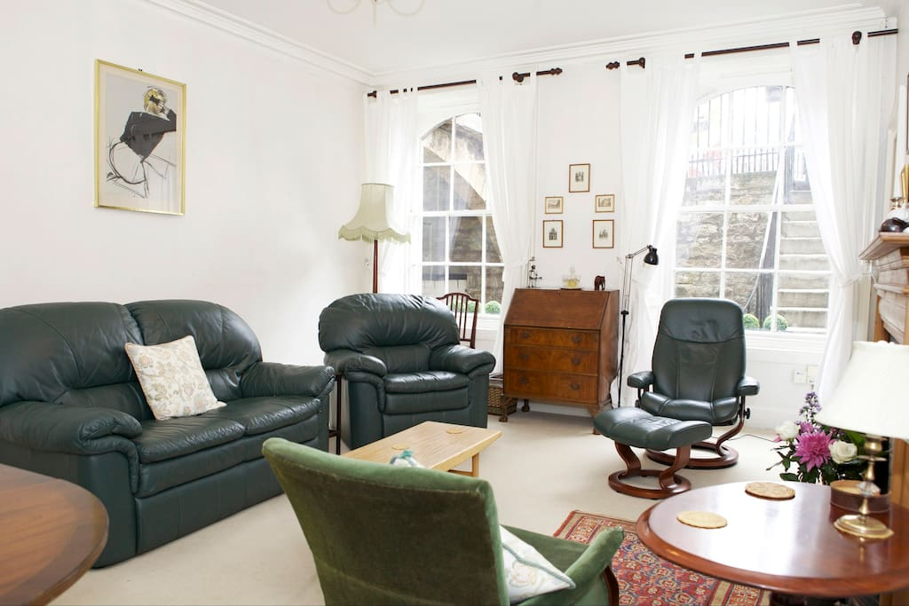 Bright South Facing Living room with plenty of space to relax