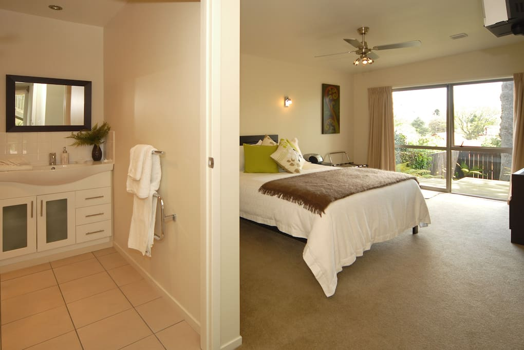 Redwood Suite with ensuite facilities