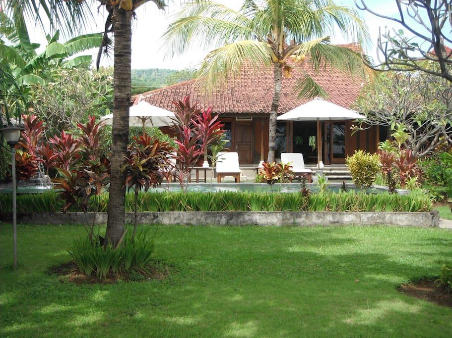 villa facing pool & beach