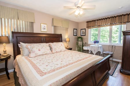 King bed w. view in lakefront house