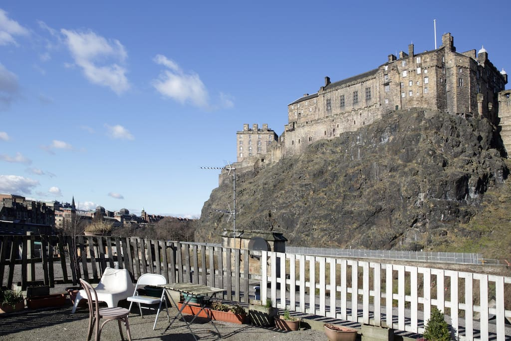 Fantastic Castle views from Rooftop terrace!