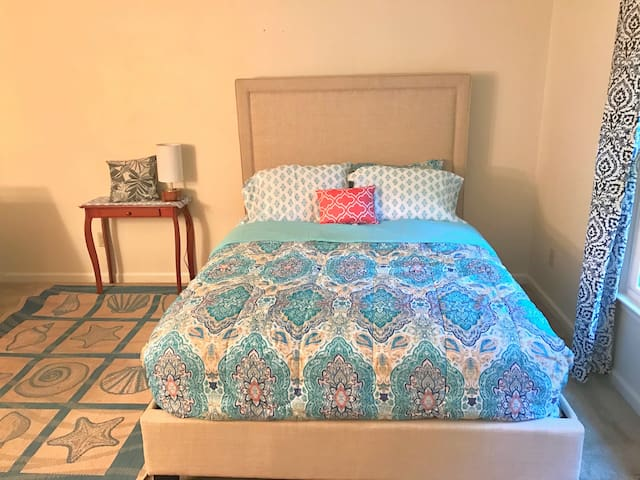 Large Room Near Carilion and Downtown Roanoke