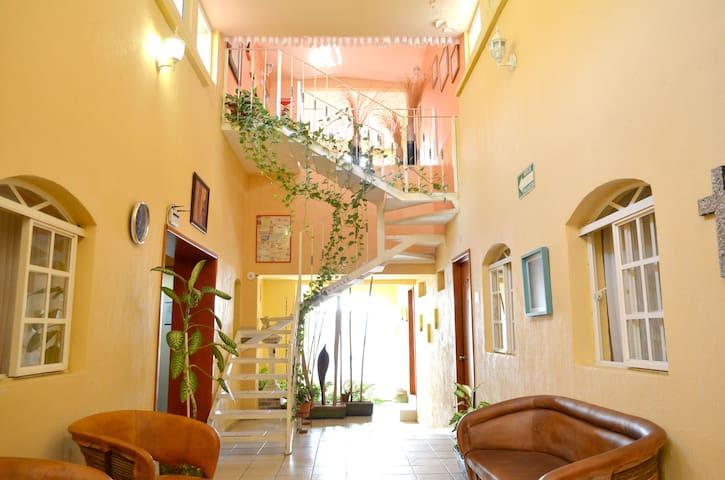 Beautiful B&B with private rooms  - Guadalajara - Bed & Breakfast