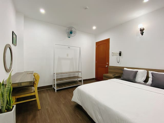 Valas Hotel - Single Bed Room in Quy Nhon Center