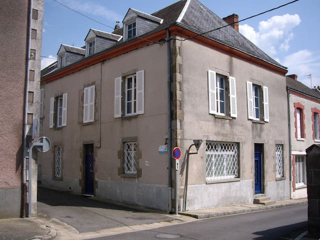 B & B in Lussac les Eglises- France - Lussac-les-Églises - Bed & Breakfast