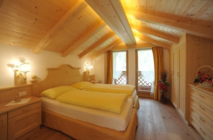 Romantic Chalet on Dolomites - Mareson-pecol - Apartment