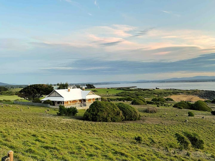 Spectacular views, Queenslander House
