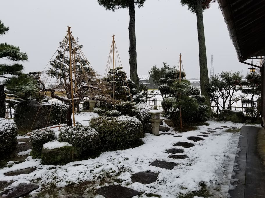 Japanese garden with snowfall day 雪の日の庭園