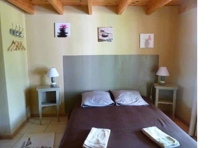 Chambre chez l'habitant avec entrée indépendante - Messigny-et-Vantoux - Ev