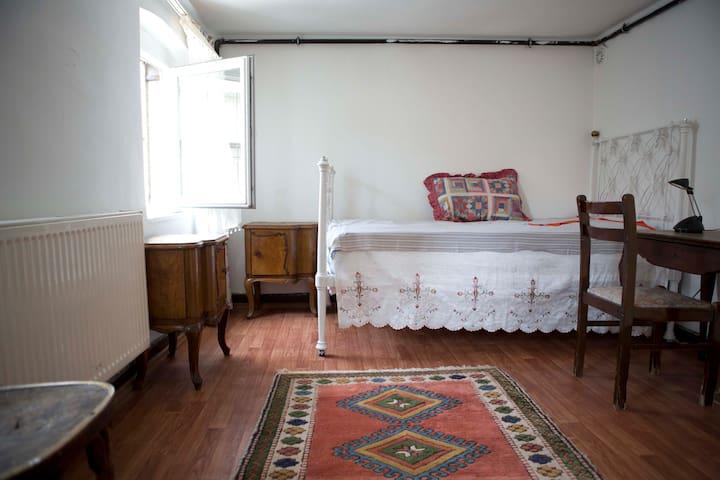 Cute Attic room Beyoğlu, Istanbul - Istanbul - Rumah