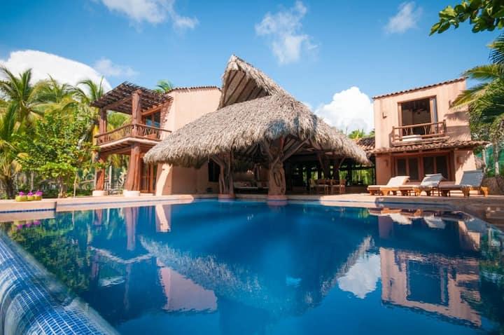 Beachfront 5 bedroom luxury villa w/infinity pool