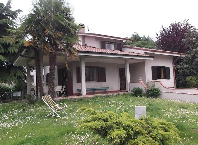 Villa tranquilla con giardino  - Corsico - Huis