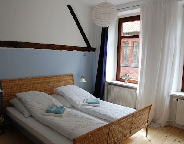 lovely room in historical house - Lüneburg - Penzion (B&B)