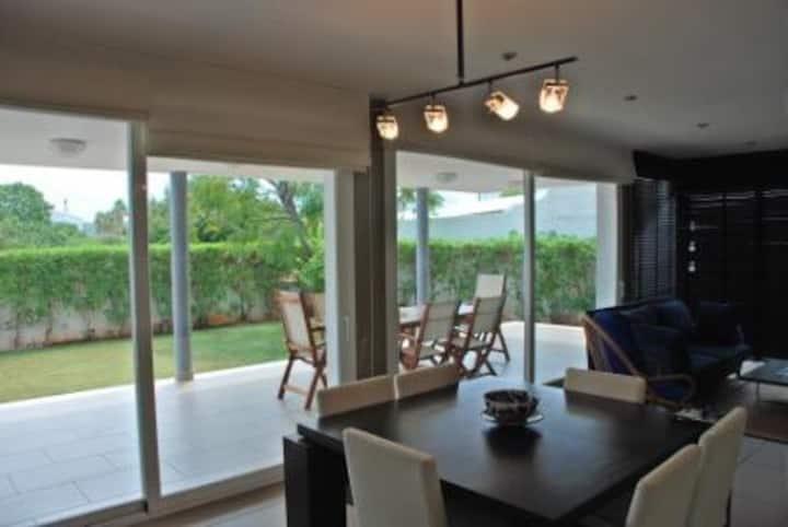 Casa moderna en villa jamaica