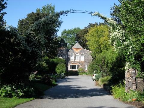 Burlington Carriage House Retreat