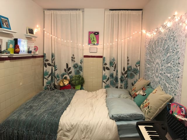 NYC Room - Looking for One Month Sublet