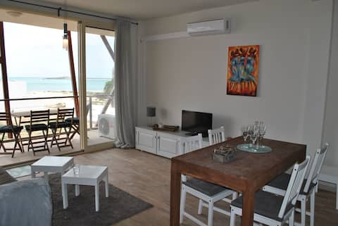 Luxurious sea view apartment, WIFI, 1 min to beach