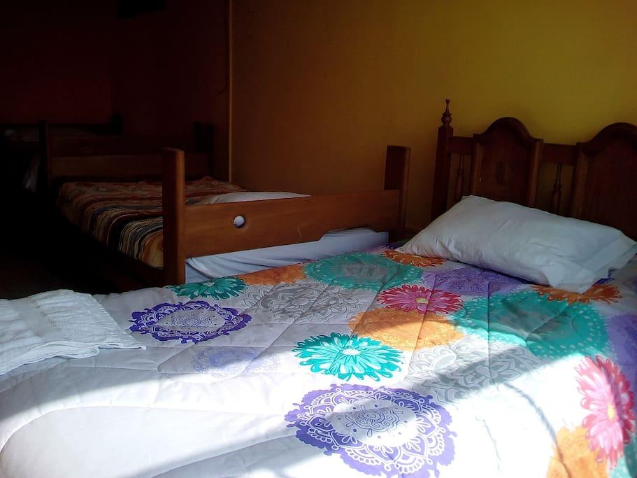 habitacion 302  con tres camas deplaza y media