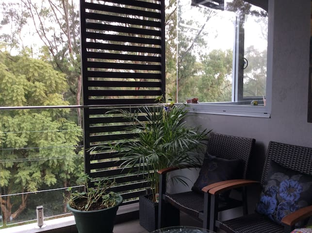 New,close to City, leafy surrounds. - Lane Cove North