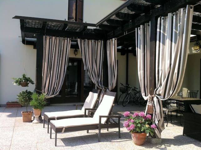 Luxury Villa Near Venice £2000 PW