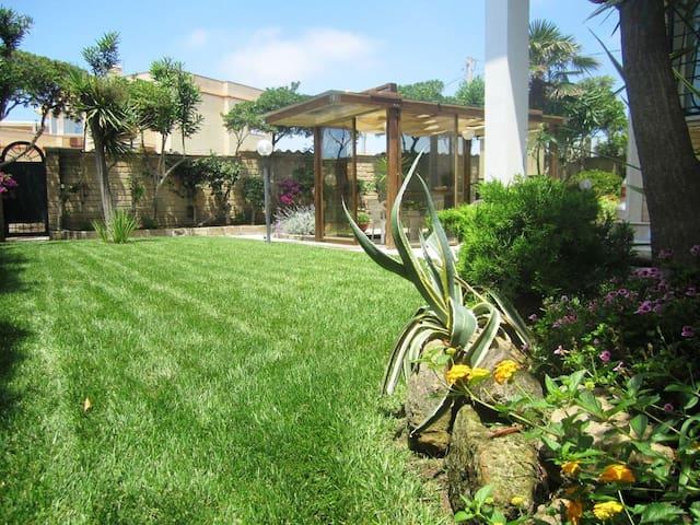 Beach Garden! Free private parking