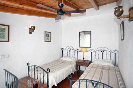 lovely little white village house - Cortes de la Frontera - House