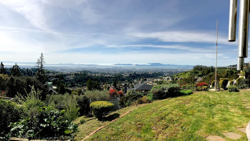 Stunning Bay Views in Oakland Hills - 2br/2ba/3bed - Oakland - House