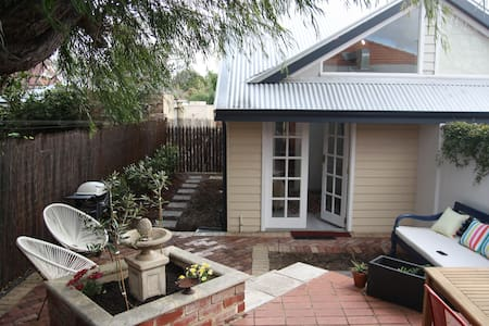 Modern two level studio in ideal location - Subiaco - House