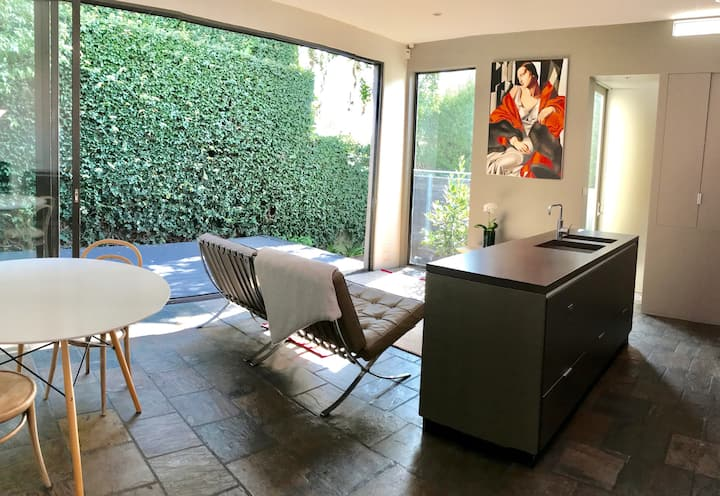 Modern home in perfect location within Prahran