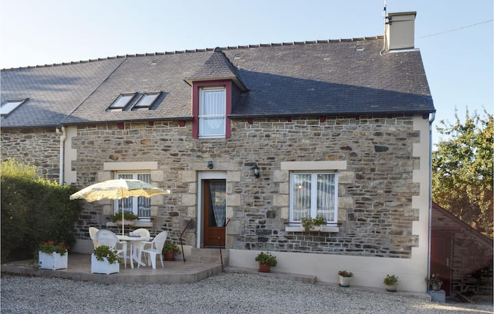 Beautiful home in Plouguenast/Langenast with WiFi and 3 Bedrooms