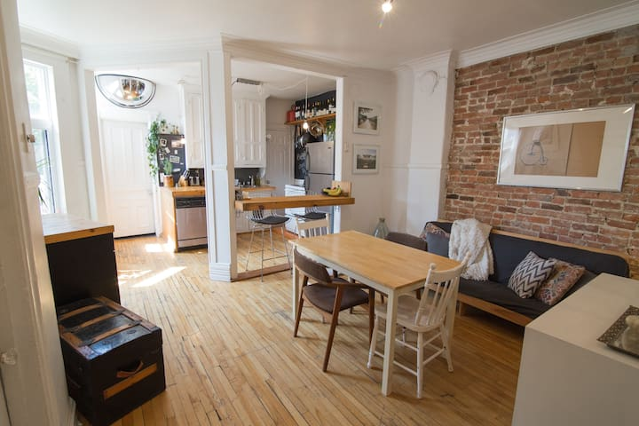Large double room with view - Montreal - Huoneisto