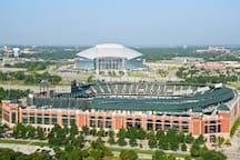 Texas Rangers ball park and Dallas Cowboys stadium are just 3 miles from the house!