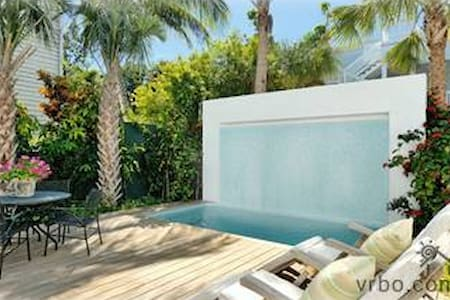 6 bdrm- Duval Street Compound in Old Town Key West - キーウェスト