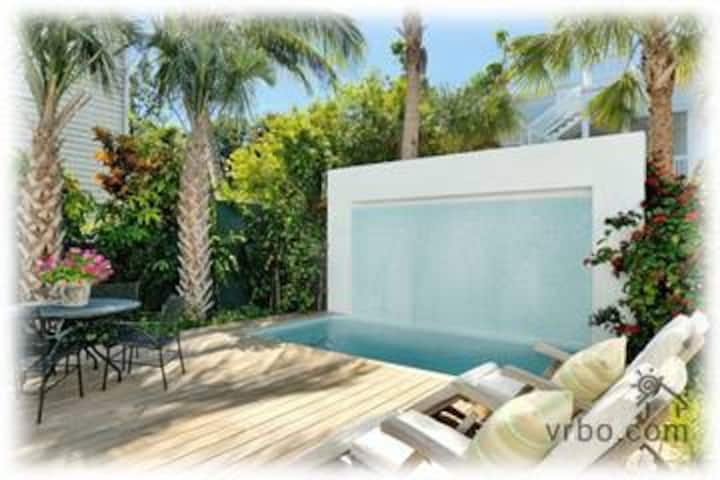 6 bdrm- Duval Street Compound in Old Town Key West