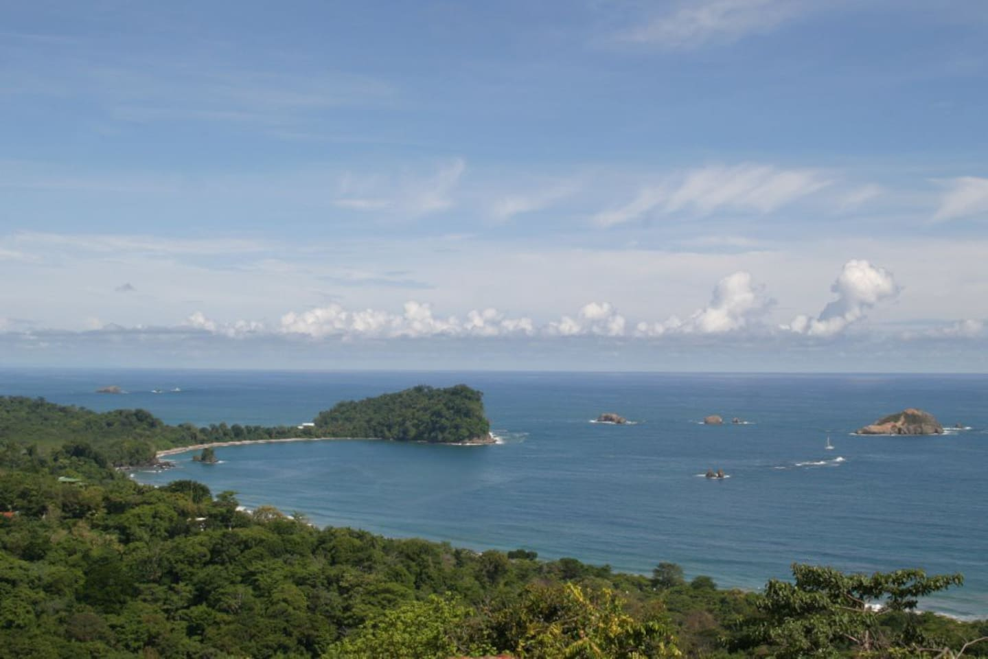 Charming Jungle Studio with Views