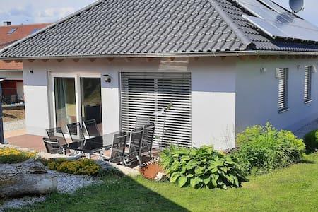 Ruhiges Ferienhaus mit eigener Terrasse in Kleinwinklarn