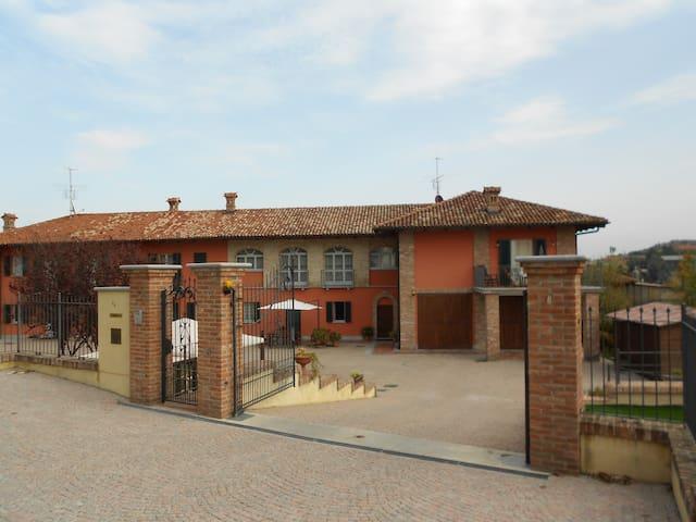 Cascina del Ponte-Holidays in Roero - Castagnito - Dům