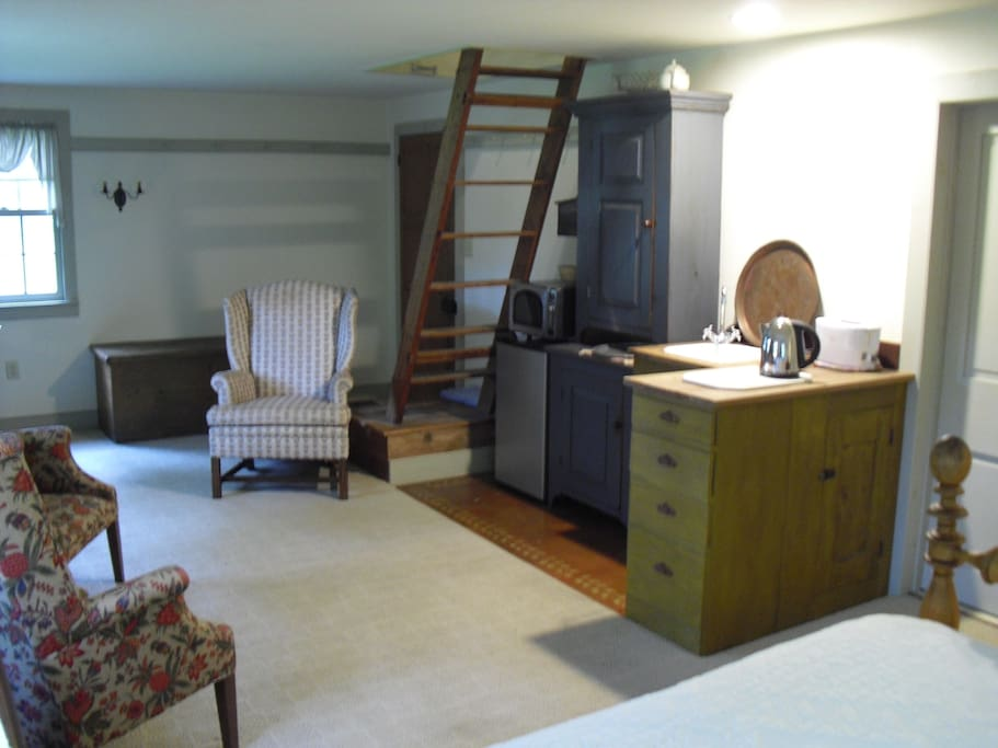 Kitchenette space and access to loft