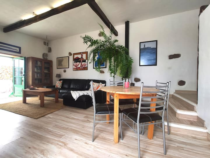 Roca redonda, rural and ecological accommodation with sea views