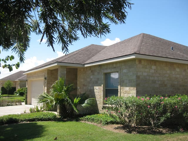 Spacious 3 bdrm on golf course - Laguna Vista - House
