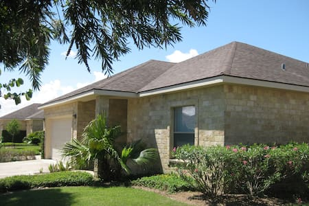 Spacious 3 bdrm on golf course - Laguna Vista - Huis