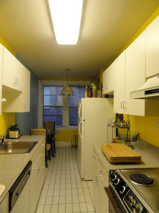 Cozy 1 bedroom furnished apartment