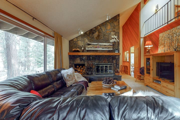 Dog-friendly mtn home w/ shared pool & hot tub - year round outdoor fun awaits!