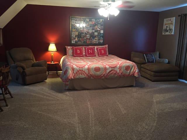 Comfy King Suite