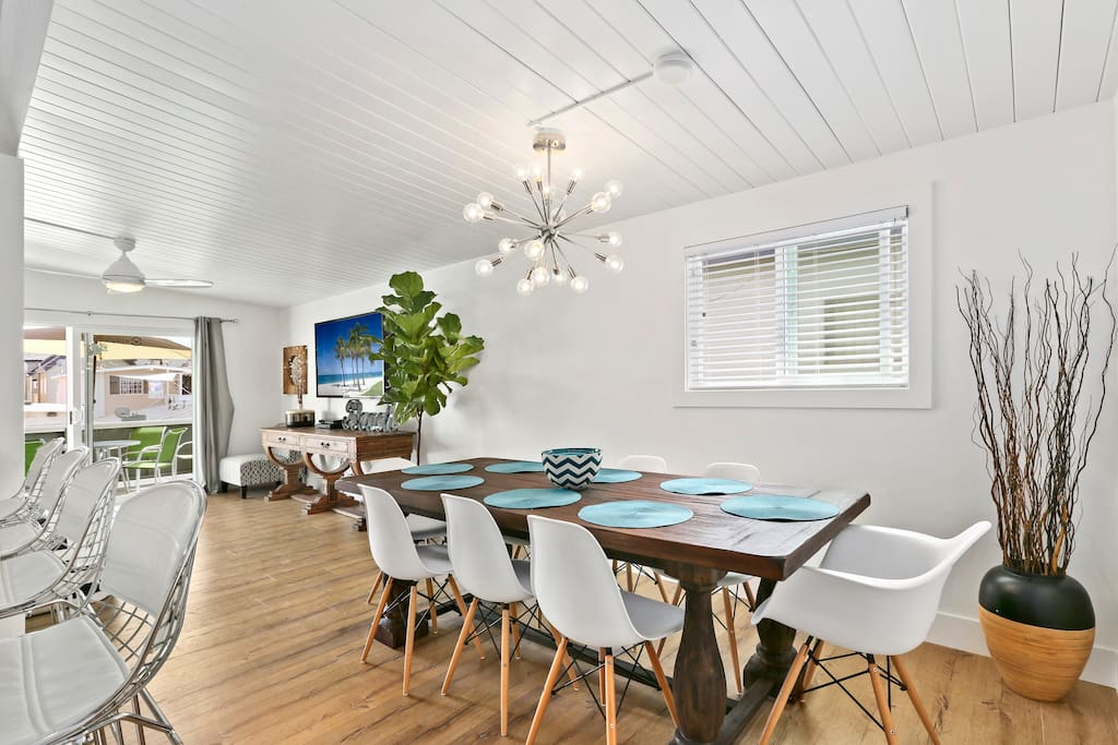 Dining room seats 8 - plus barstools for 4